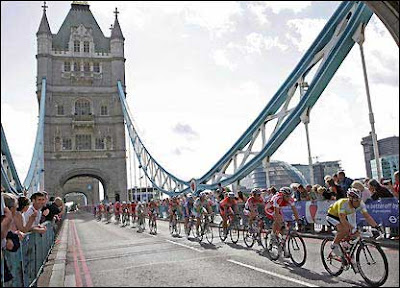 Image of bike racers on Tower Bridge in London