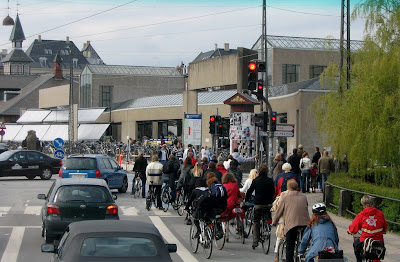Image of bicyclists near the Copenhagen train station