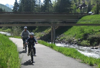 Image of bicyclists in Vail, Colorado