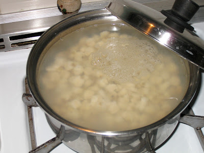 Simmering Mexican-style hominy