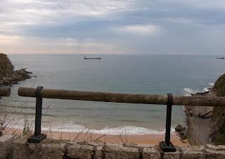 La playa de Mataleñas ahi abajo, son casi trescientas escaleras