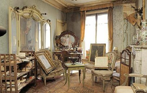Mrs de Florian, a 'demimondaine' never returned to her Paris flat after the war and died at the age of 91 in 2010 Photo: Getty Images