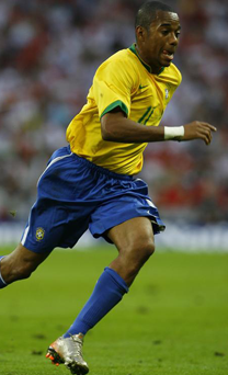 Robinho checks in on a helicopter....needs counselling