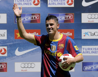 PRESENTATION OF DAVID VILLA AT CAMP NOU,David Villa wearing Barca T-Shirt