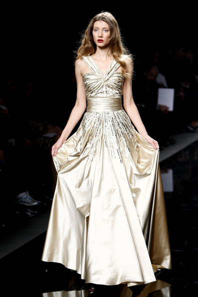 [Zuhair+Murad+Milan+Fashion+Week+Womenswear+FRrfDC2II5Gl.jpg]