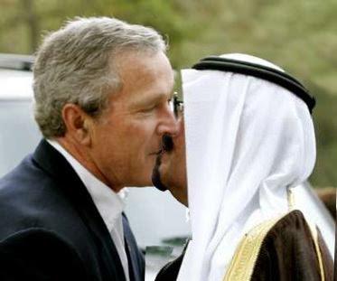 http://2.bp.blogspot.com/_jkySfZbMIPg/SLqzThh_D5I/AAAAAAAAAiY/-io4Q-APrSg/s400/bush+KISSES+Saudi+prince.jpg