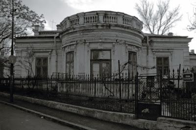 Bucuresti, sector 2, intrarea General Christian Tell, street in Bucharest Romania, rue à Bucarest Roumanie, photo copyright dominique houcmant, Goldo