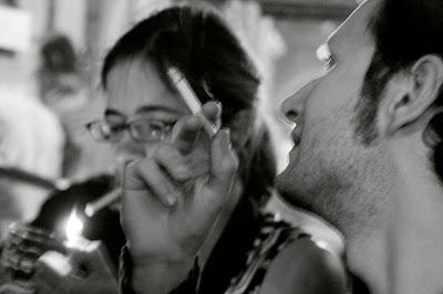 une homme et une femme, et cigarettes, photo © dominique houcmant
