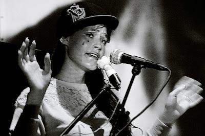 Sierra Casady, Cocorosie, live performance, concert à Droixhe Liège, 3 juin 2007, photo dominique houcmant, goldo graphisme