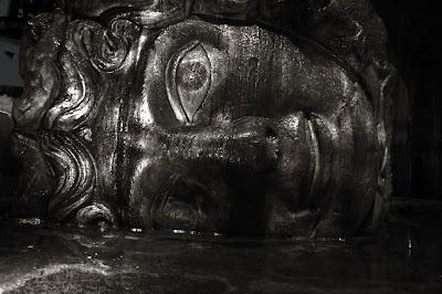 Medusa, Sunken Palace Cistern Istanbul, turkey, Yerebatan Sarayi / Basilik Sarniç, Türkiye, palais englouti, basilique citerne, Alemdar , photo © dominique houcmant