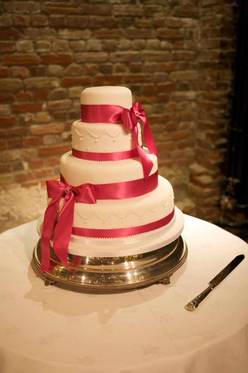 Beautiful Vanilla Cake Images : Vanilla: A beautiful cake for a beautiful wedding