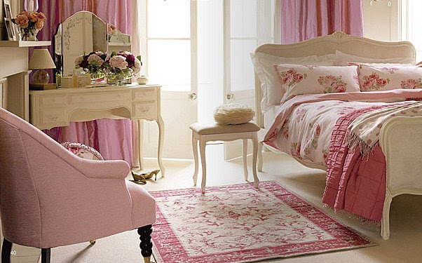 The english company decorar con flores un lujo al for Cortinas vintage dormitorio