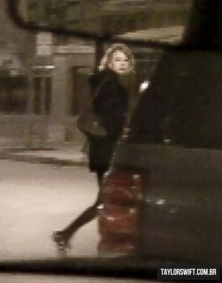 taylor swift jake gyllenhaal kiss. Taylor Swift amp; Jake Gyllenhaal