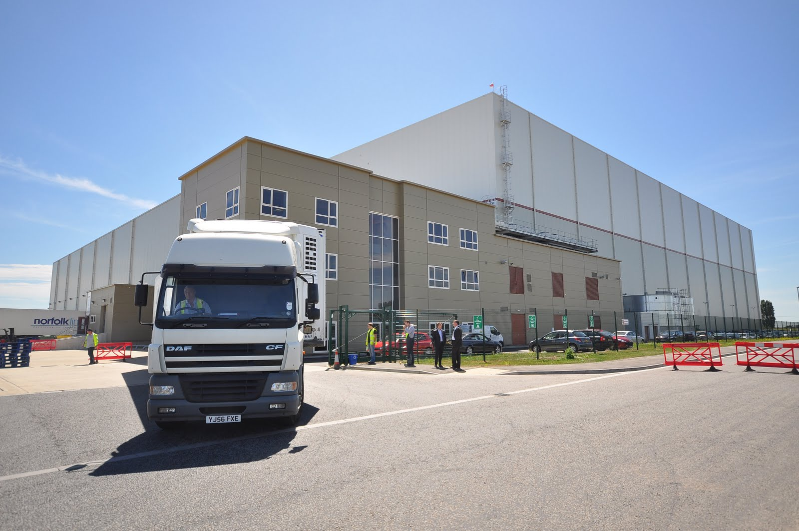 inward and outward logistics movemnet Migo with 107 movemnet will be done at gate,then account doc will be craeted then at the store, 109 movement will be created 2) in the migo with 107 at gate some data like a) name of the transporter,b) lr date c) lr number d) dc number e) dc date, lorry number, these details shall be.