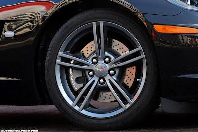 Chevrolet Corvette Competition Photo