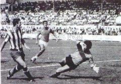 Julio Cabello marcando gol