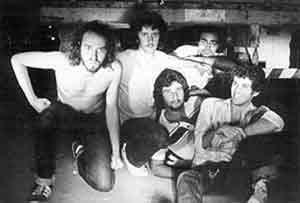 O Acidente lançou Guerra Civil em 1981, seu primeiro vinil independente de rock, com 15 músicas de estilos variados, produzido por Paulo Izecksohn