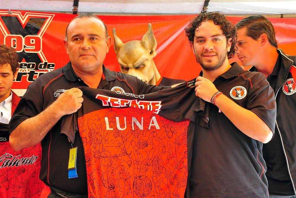 [Desea+Juan+Antonio+Luna++=?iso-8859-1?Q?=93dejar_huella=94_con_Xoloitzcuintles_de_Caliente4-750907.JPG?=+]