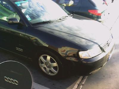 Este carro é um Audi. Audi. Audi.