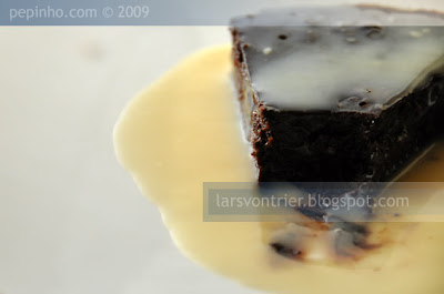 Pastel de chocolate al ron con crema de chocolate blanco y Gran Marnier