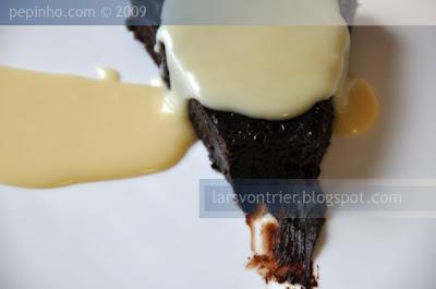 Pastel de chocolate al ron con crema de chocolate blanco y Gran Marnier