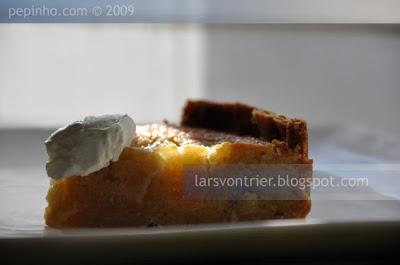 Tarta de almendra y pera en almíbar