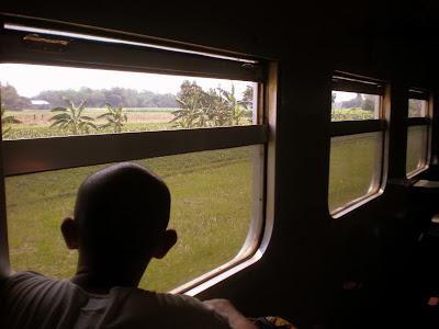 Pemuda 24 Tahun Ini Sangat Bahagia Ketika Naik Kereta Api