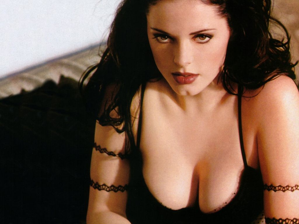 http://2.bp.blogspot.com/_k0qcqtNtpOY/S9t_XuJC2KI/AAAAAAAAN3k/kC03CLU62Yc/s1600/Rose-McGowan-10.JPG.jpeg