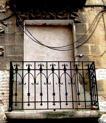 Arte urbano de logro o la calle de todos balcones de - Balcones de forja antiguos ...