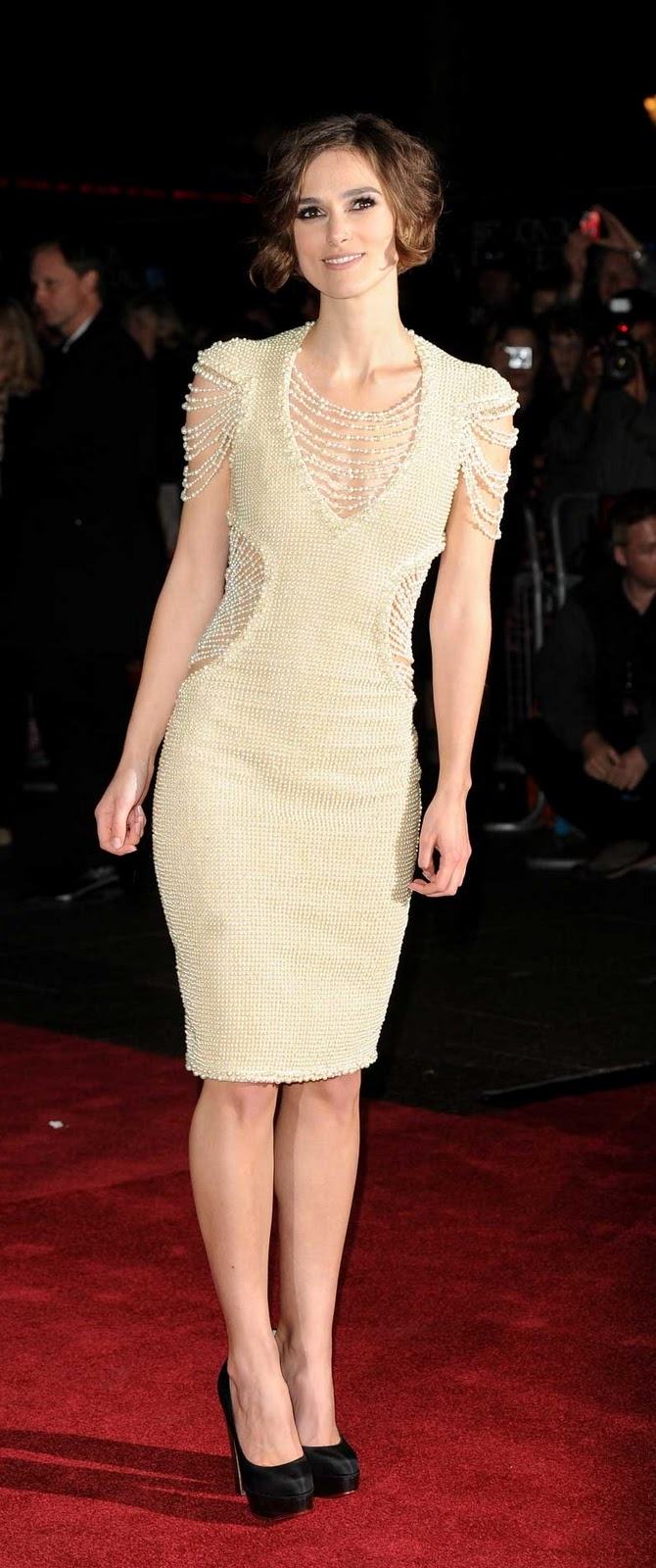 keira knightley classy 7 - Keira Knightley ve Boncuk ��elemeli Elbise Modeli