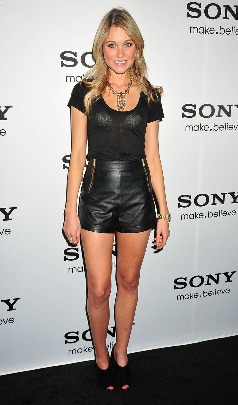 katrina bowden sheer legs 3 - Katrina Bowden'n Deri �ort Modeli