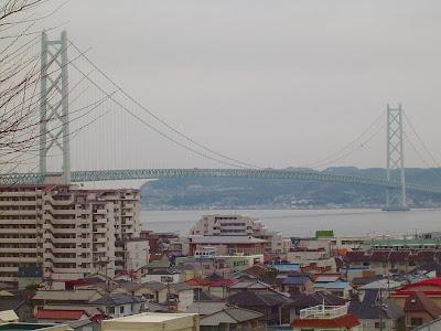 世界最長の吊り橋(明石海峡大橋)のある街の風景