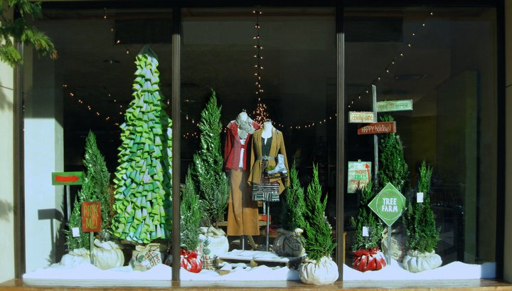 Black eiffel anthropologie christmas window displays 2010 for Anthropologie store decoration ideas