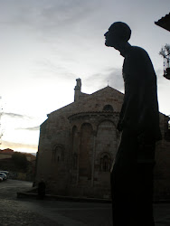 Barandales frente a Santa María la Nueva