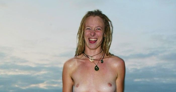 nudist women photo of the day 12 01 10   good naked
