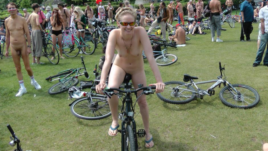 nudist photos of the day 12 06 10   good naked