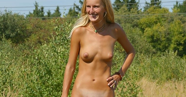 nudist women photo of the day 01 07 11   good naked