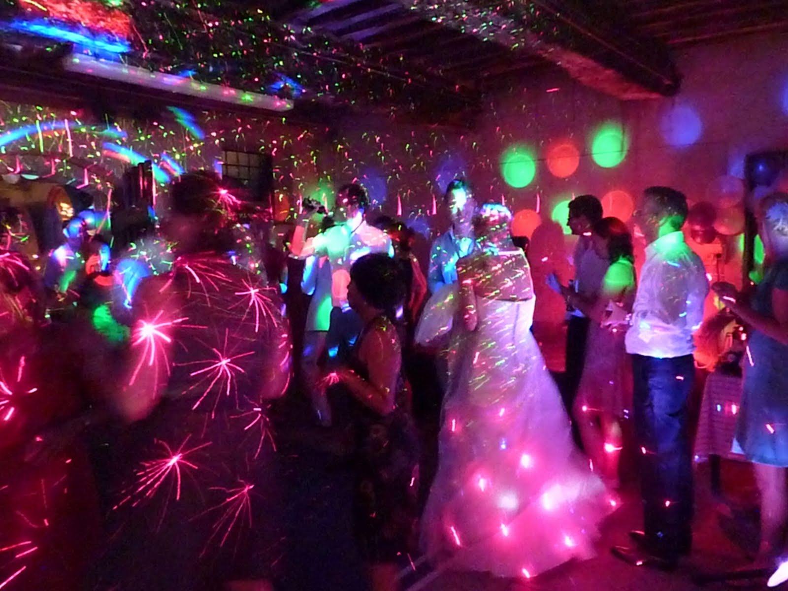 http://2.bp.blogspot.com/_kADMhWGwr1g/S_-RS5CJB5I/AAAAAAAAAlQ/r4sMY3riELA/s1600/10-wedding-dj-in-tuscany.JPG