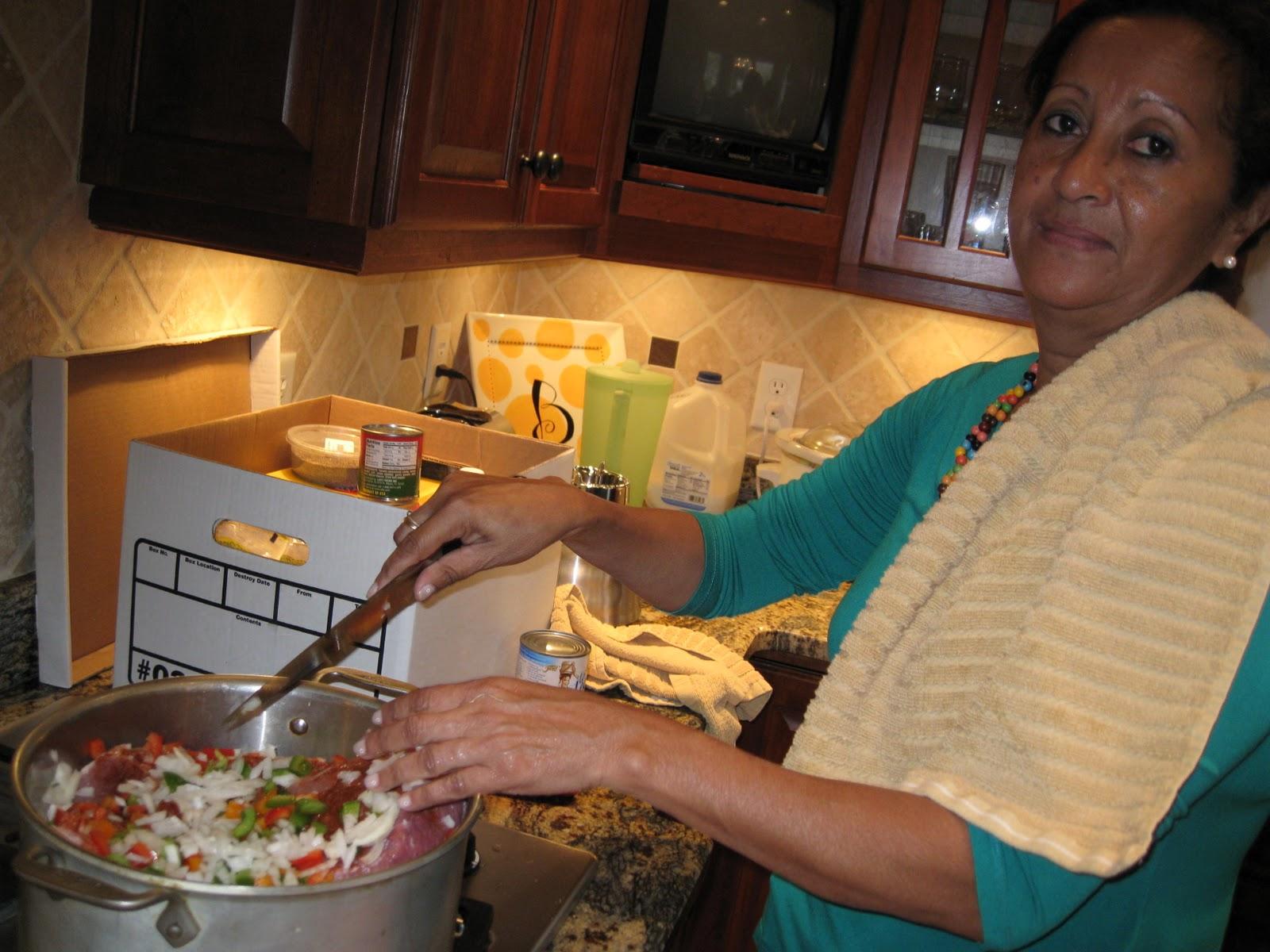 http://2.bp.blogspot.com/_kALj5BEef5A/TMeEBaFhcqI/AAAAAAAAAGQ/us71kge4kws/s1600/con+cooking.JPG