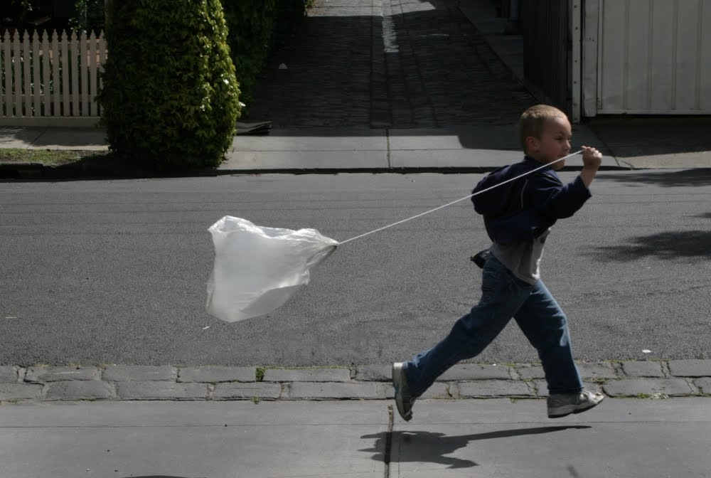 how to make a kite out of a plastic bag