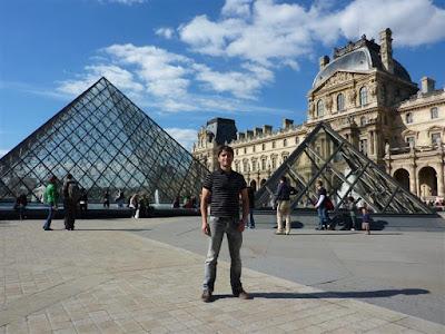 Pirámides del Museo Louvre de París