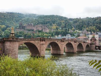 Puente viejo con el Castillo de Heidelberg