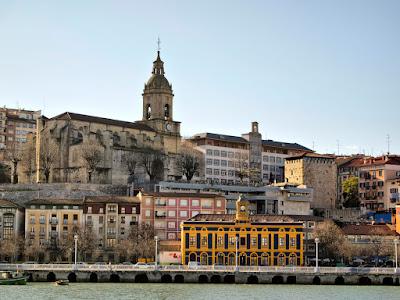 Basílica de Santa María, Estación de La Canilla y Torre de Salazar