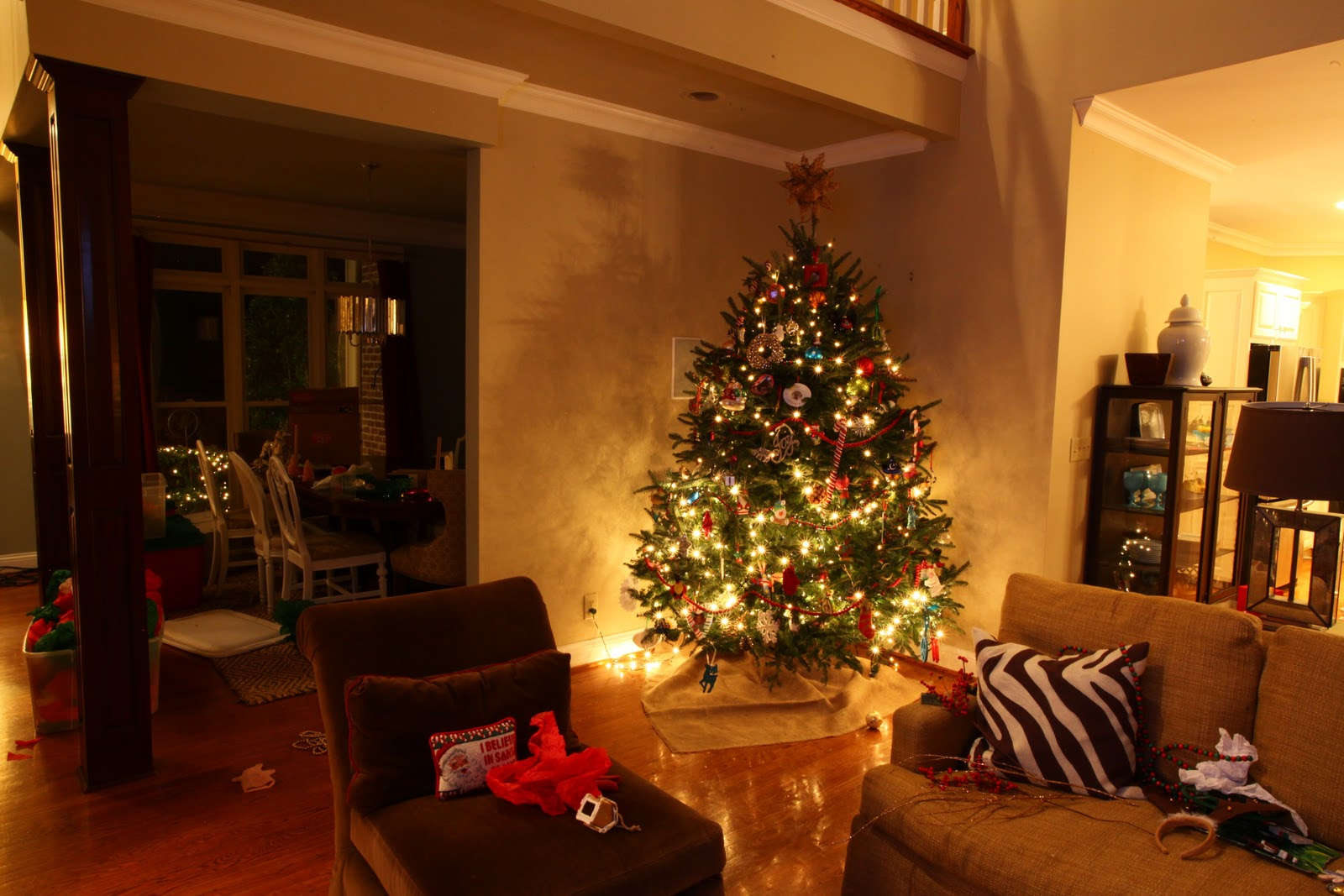 My Interior Life: How to Decorate a Christmas Tree in 22 Seconds
