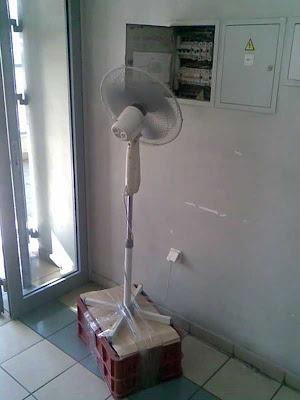 Ventilador Esfriando Caixa de Luz