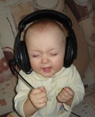 Bebê Curtindo Música