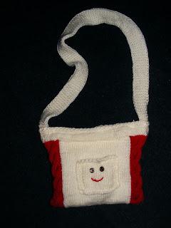 geanta handmade unicat smile alb rosu model zambet tricotata manual cadou Sarbatori