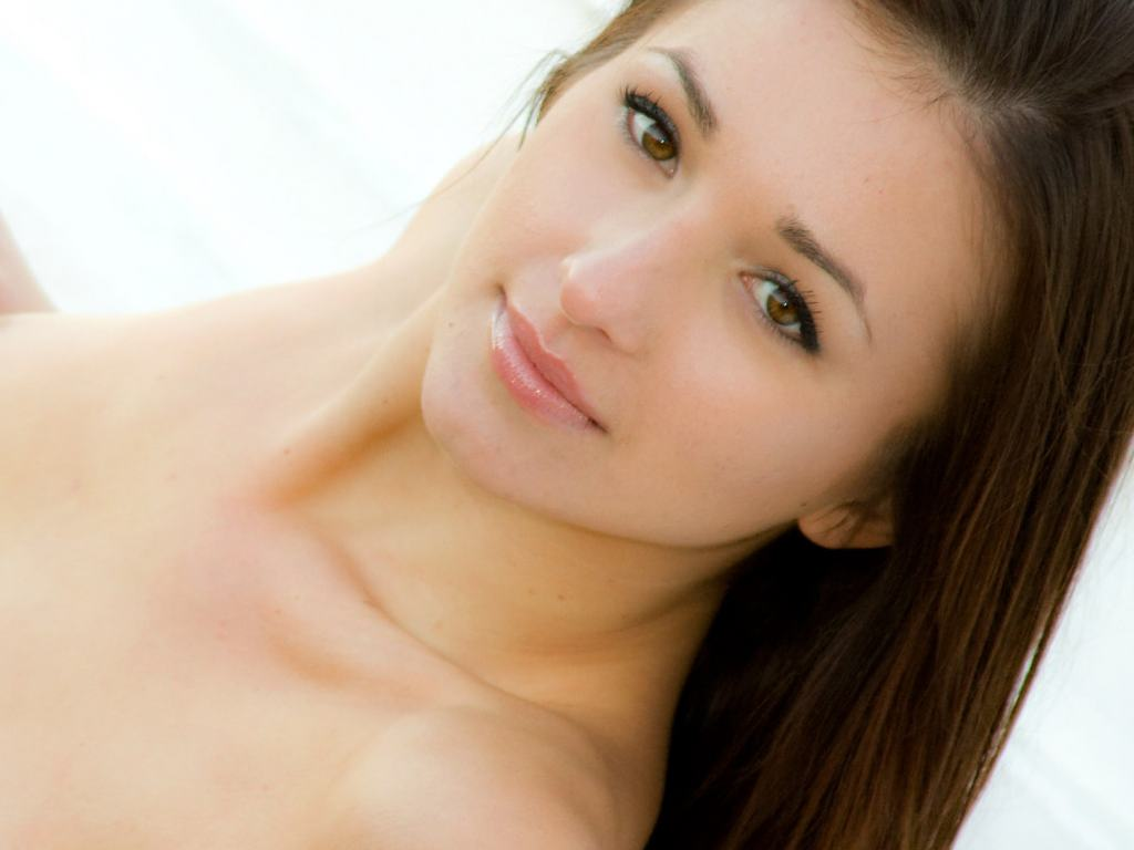 http://2.bp.blogspot.com/_kEG1-l6af-c/TQyI9RbnW0I/AAAAAAAAAN8/kmPSwPAtfNg/s1600/shy-and-pretty-sienna-a_08-lips.jpg
