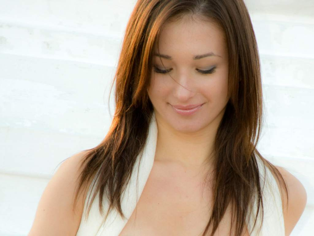 http://2.bp.blogspot.com/_kEG1-l6af-c/TQyJT4r51nI/AAAAAAAAAOM/cvBXyLXDez0/s1600/shy-and-pretty-sienna-a_04-hair.jpg