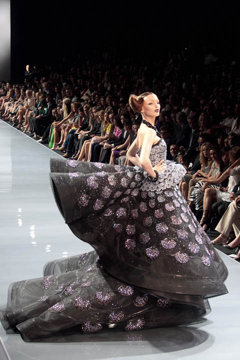 Sizzling convention haute couture fashion designers for Haute couture designers